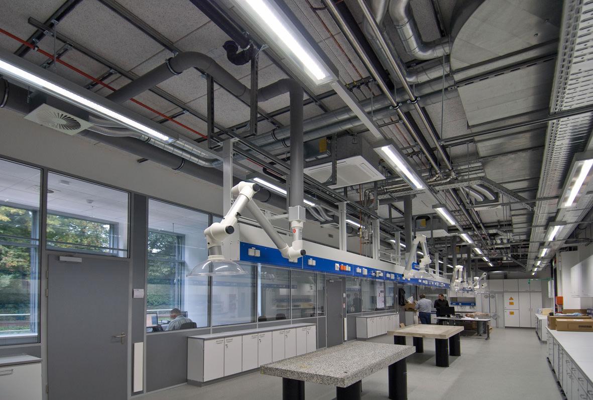 Bedrijfs- fabriekshallen & terreinen
