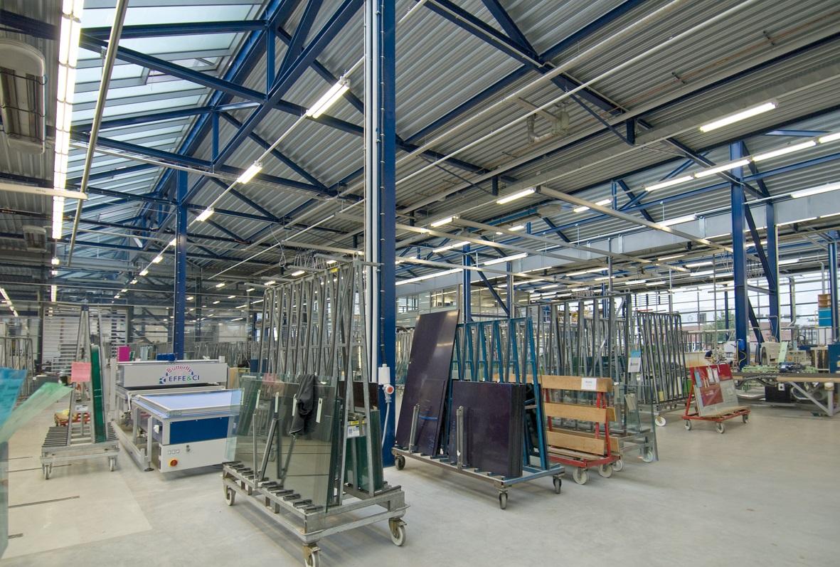 Bedrijfs-fabriekshallen & terreinen