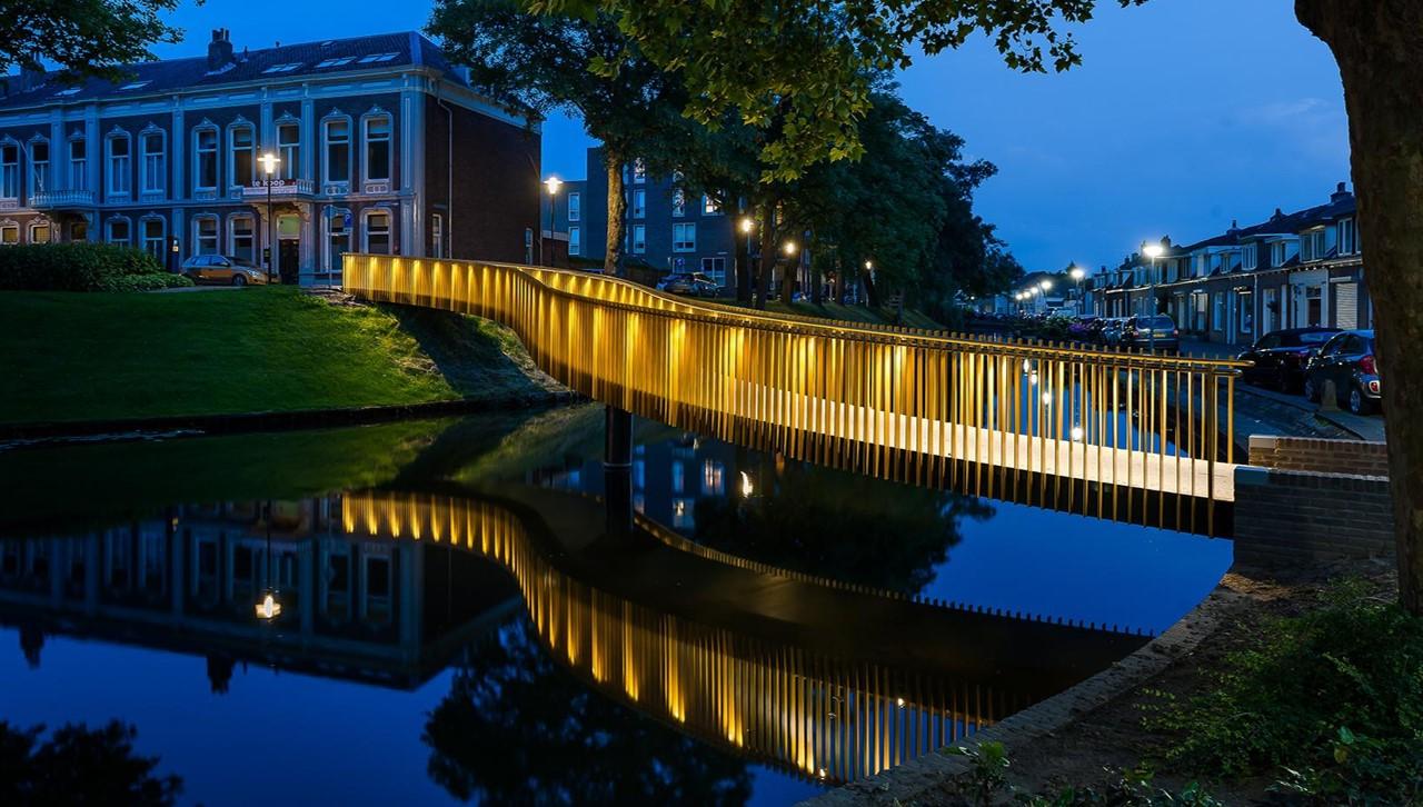 Gouden slinger brug Tiel - Led Puck